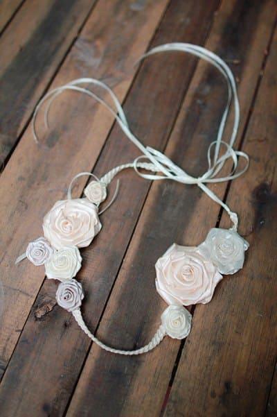 chọn hoa cài tóc cho cô dâu trong ngày cưới