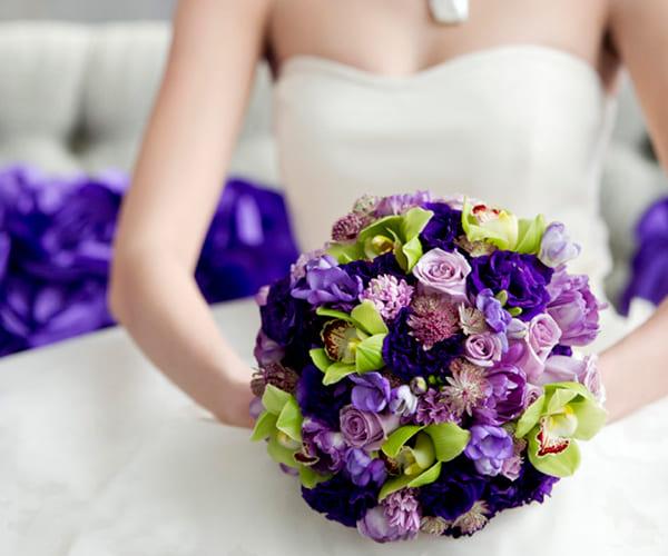 Hoa cưới cầm tay đẹp màu tím