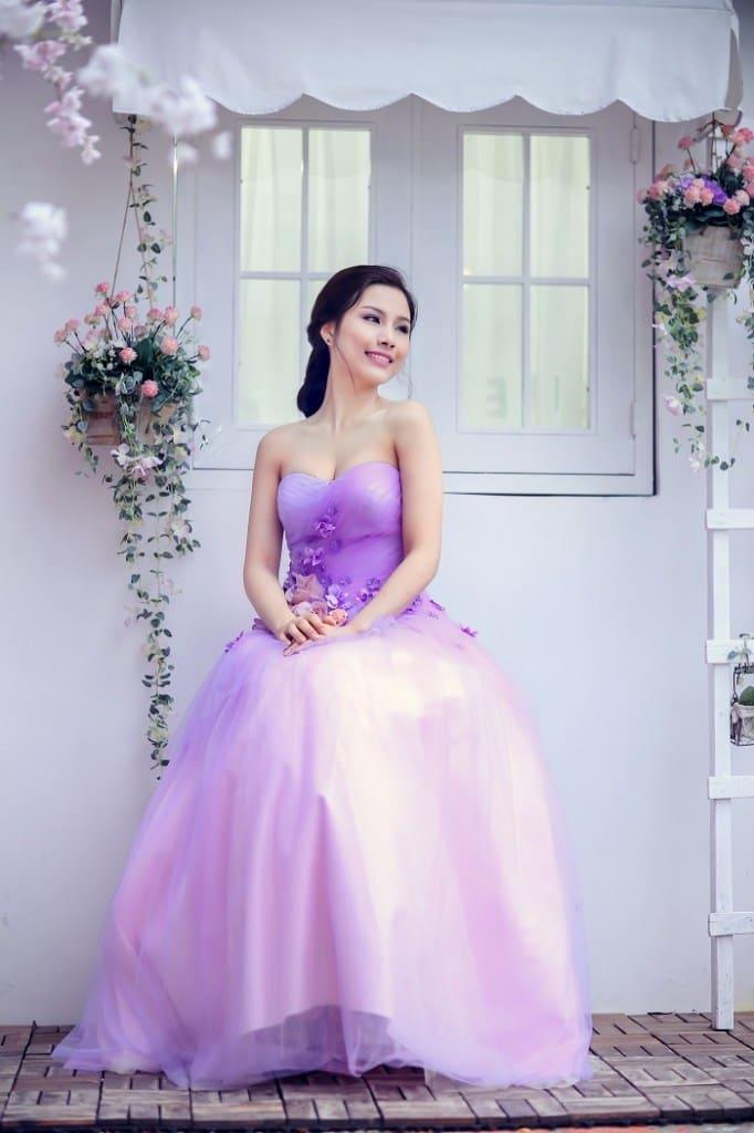 Váy cưới tôn sắc da trắng hồng