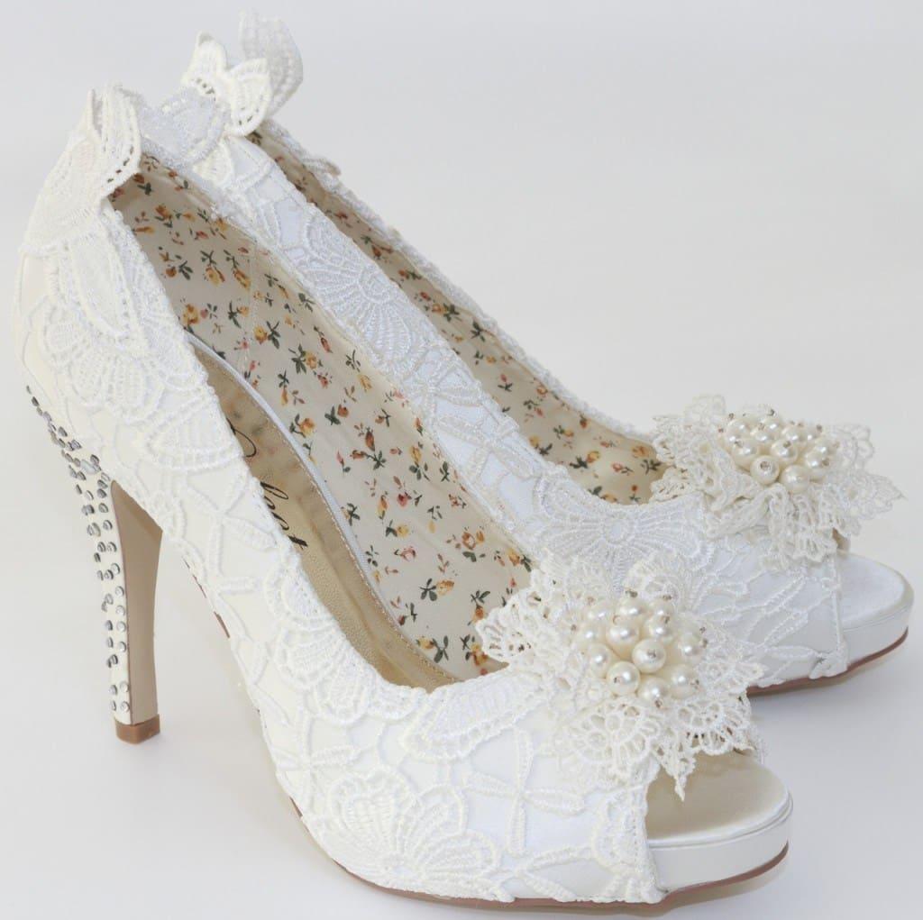 Giày cưới quá cao