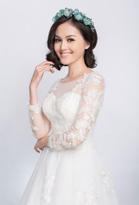Trang điểm cô dâu nhẹ nhàng lôi cuốn