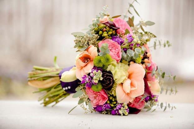 Mẫu hoa cưới cầm tay đẹp dành cho cô dâu ngày cưới