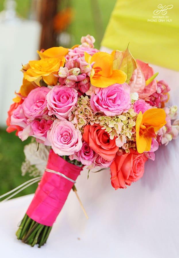 Hoa cưới cầm tay cho cô dâu xinh lung linh