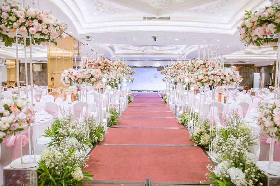 Tiệc cưới ngọt ngào với hoa hồng màu pastel sang trọng
