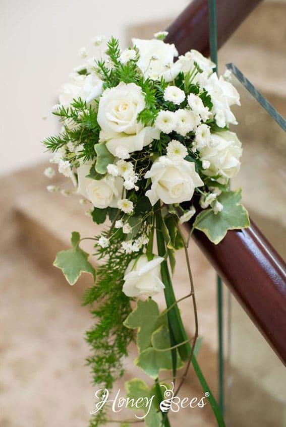 trang trí lễ đính hôn cạnh cầu thang