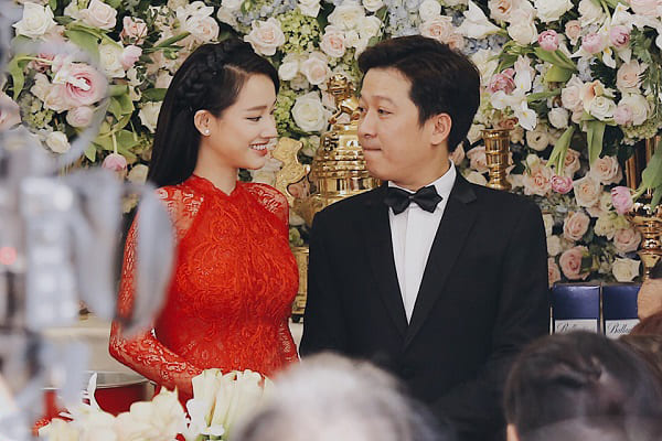 áo dài các mỹ nhân trong showbiz Việt đã lần lượt chọn những chiếc áo dài cưới màu đỏ rực rỡ này làm trang phục chính cho ngày trọng của cuộc đời.