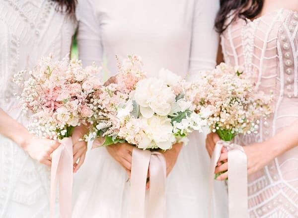 phối màu hoa cưới cô dâu