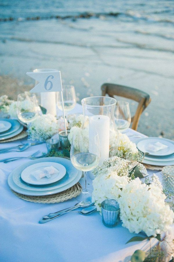 trang trí bàn tiệc cưới ở biển 1