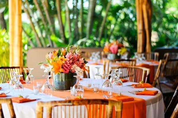 trang trí bàn tiệc cưới ở biển 4